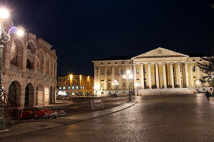 Foto: Laternenlichter auf der Piazza Bra, 2016