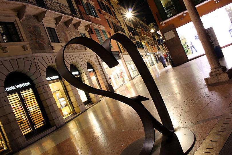 Foto: Skulptur an der Via Giuseppe Mazzini, 2016