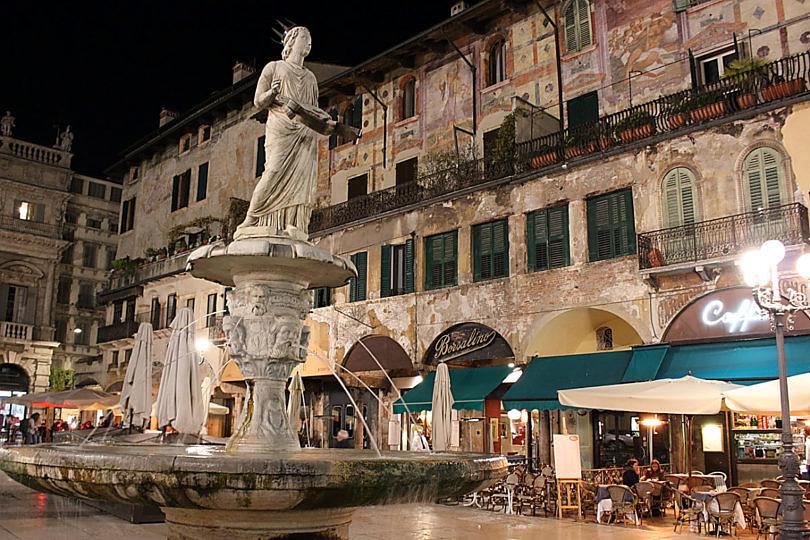 Foto: Piazza delle Erbe bei Nacht, 2016
