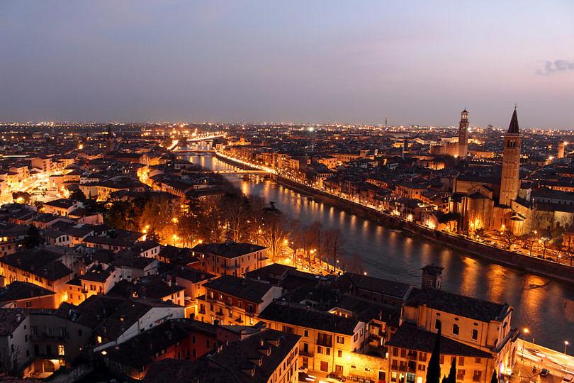 Foto: Veronas Skyline am Abend, 2016